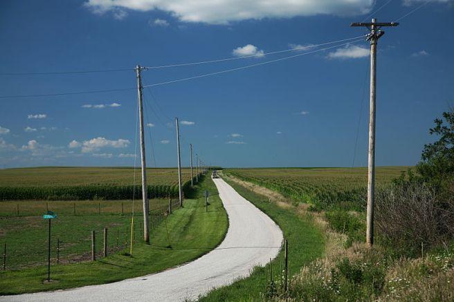 Illinois Road, Courtesy Daniel Schwen (Wikimedia Commons)